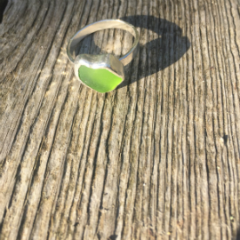 Lime green seaglass ring from Gwenver.